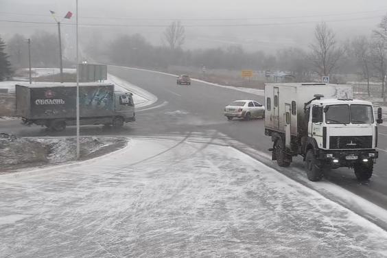 Дороги Харьковской области в течение суток расчищал 171 работник и 128 единиц техники