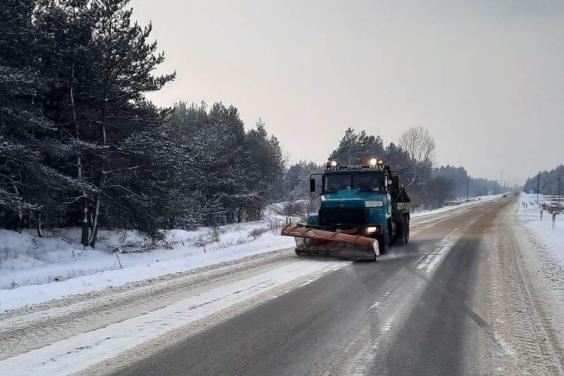 В течение суток на дорогах Харьковщины работали 200 дорожников и 133 единицы спецтехники
