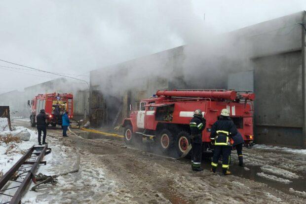 В Харькове горело складское помещение