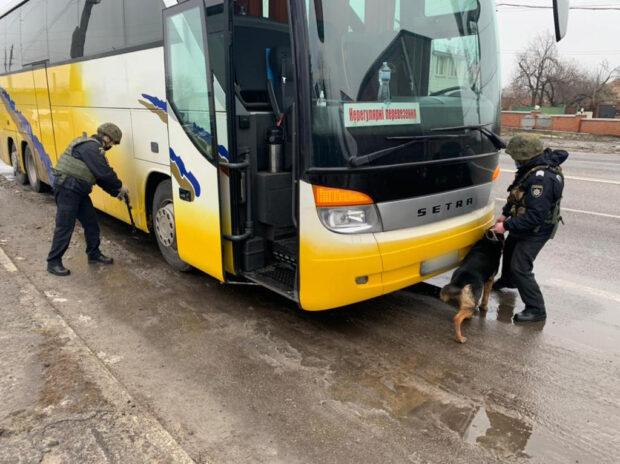 """В автобусе, который вез представителей """"ОПЗЖ"""" в Киев полицейские искали взрывчатку"""