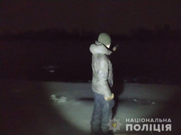 Под Харьковом под лед на реке провалились и утонули двое мужчин
