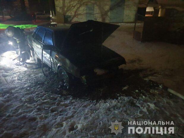 Под Харьковом возле дома сгорел автомобиль