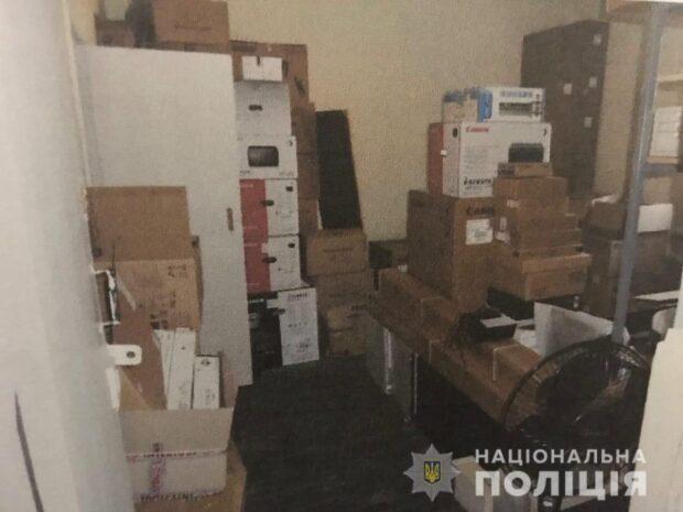 На Харьковщине следователи сообщили о подозрении мужчине в совершении кражи компьютерной техники в особо крупных размерах