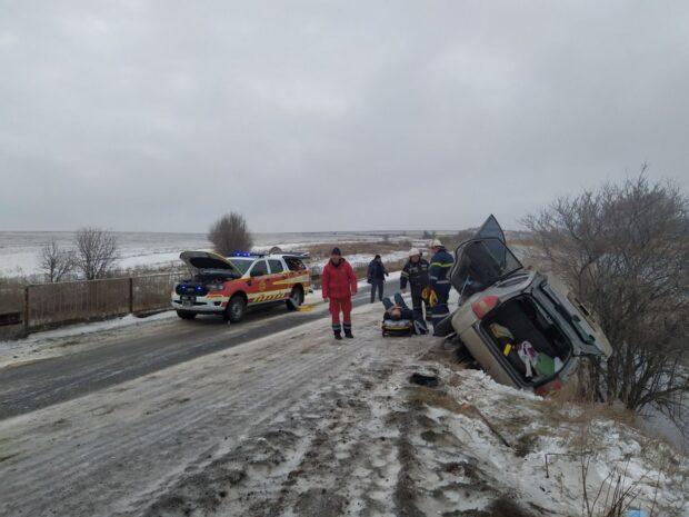 В Харьковской области водитель не справился с управлением и врезался в ограждение на трассе