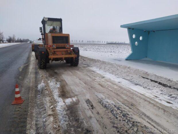 На Харьковщине от снега расчищено более тысячи километров дорог