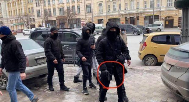 """Драка под стенами горсовета: сторонники """"ОПЗЖ"""" были с оружием - соцсети (фото)"""