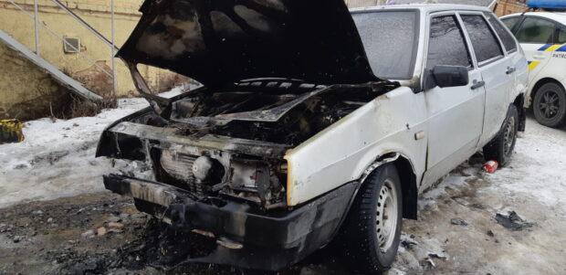 В Харькове из-за короткого замыкания сгорел автомобиль