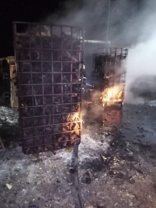 На Харьковщине спасатели ликвидировали пожар на территории деревообрабатывающего предприятия