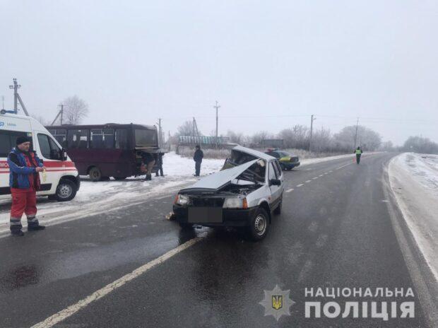 В Харьковской области легковой автомобиль столкнулся с рейсовым автобусом: погибло два человека
