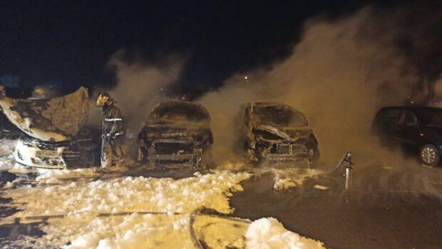 Под Харьковом сгорело три автомобиля: полиция расследует поджог