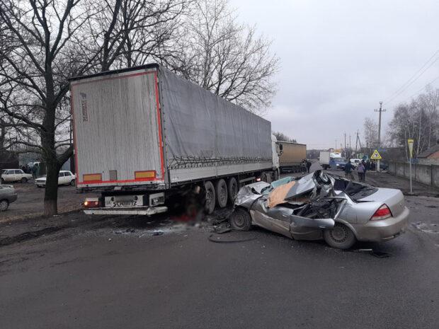 В Харьковской области после столкновения с грузовиком погиб водитель легкового авто