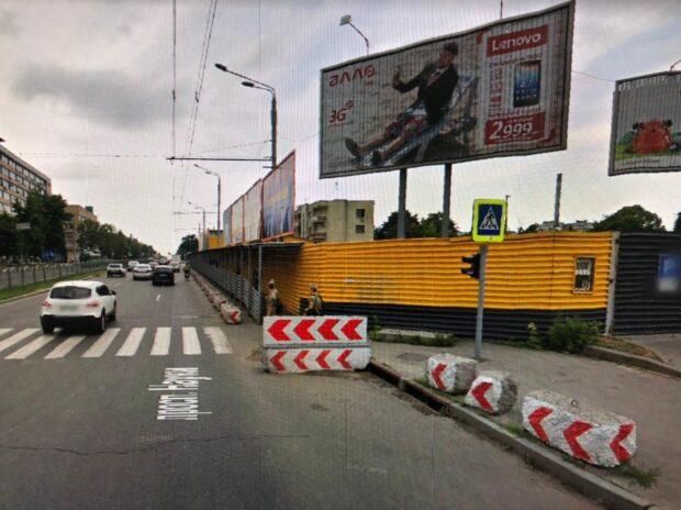 Прокуратура требует вернуть земельный участок на проспекте Науки, который с 2006 года огражден металлическим забором
