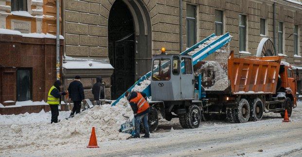 На дорогах Харькова работают около 80 снегоуборочных машин