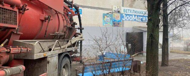 Из-за порыва трубы теплосетей в Харькове погибли животные в зоомагазине