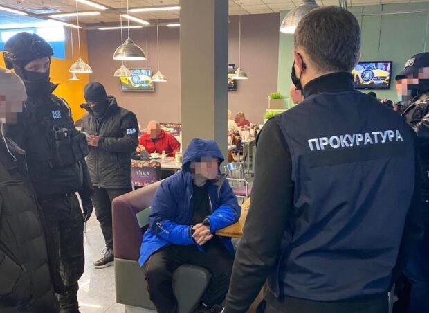 Обещали трудоустроить в ГБР за 15 000 долларов США: в Харькове задержали двоих адвокатов