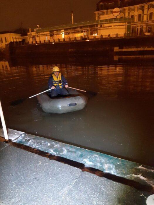 В Харькове спасатели вытащили мужчину из реки