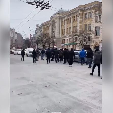 Возле здания горсовета произошла драка