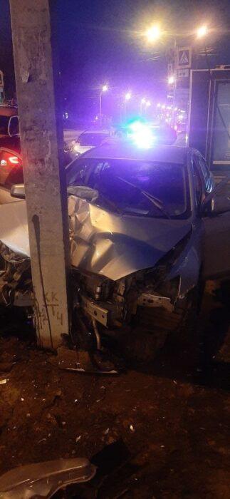 На Салтовке мужчина за рулем потерял сознание и врезался в столб