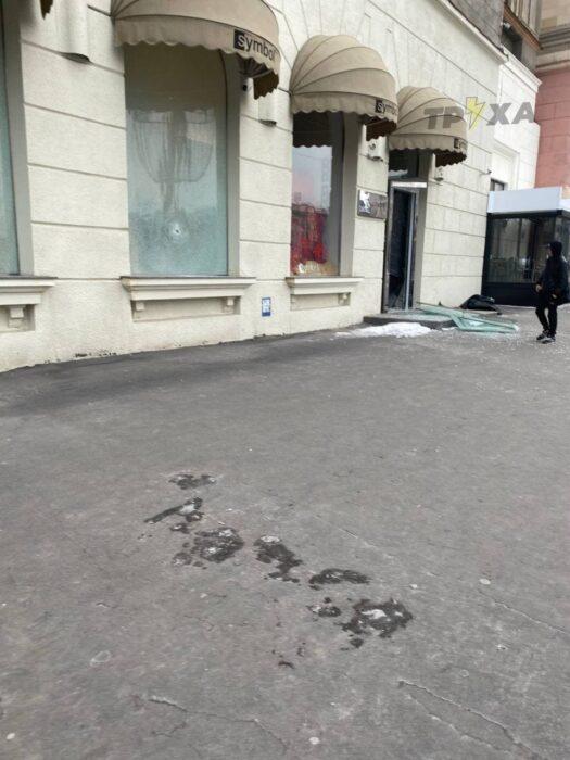 """В Харькове ночью неизвестные разбили витрины и входную дверь бутика """"Symbol"""""""