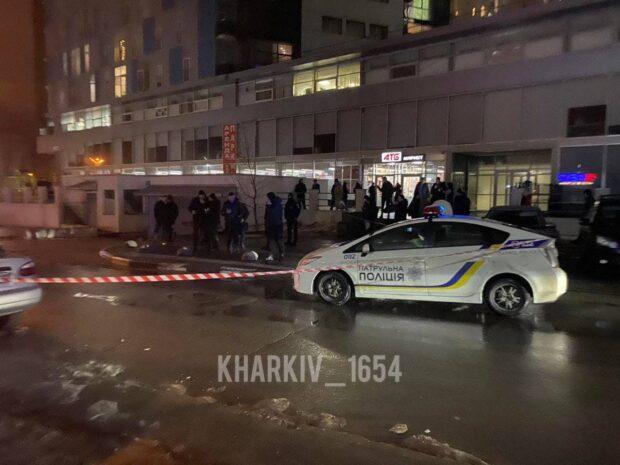 В Харькове возле супермаркета застрелили человека