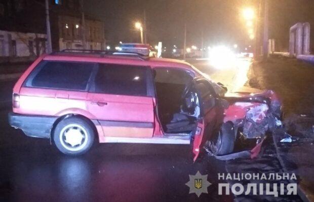 В Харькове водитель сбил пешехода и врезался в столб