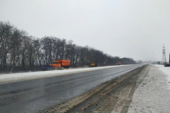 В течение суток в Харьковской области расчистили от снега более 5 тысяч км дорог