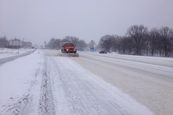 В течение суток в Харьковской области очищено 690 км дорог общего пользования