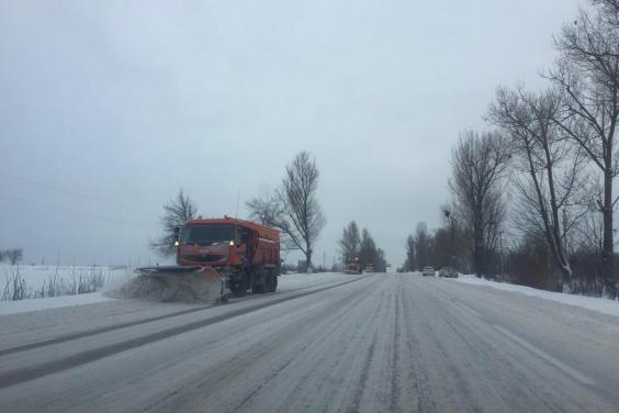 На Харьковщине от снега расчищено почти 5,5 тысячи километров дорог