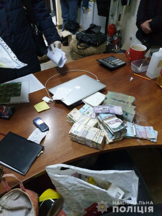 Киберполиции разоблачила харьковчанина, который занимался незаконными операциями с электронными деньгами