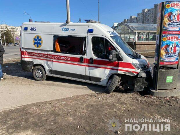 На Алексеевке автомобиль скорой помощи попал в ДТП
