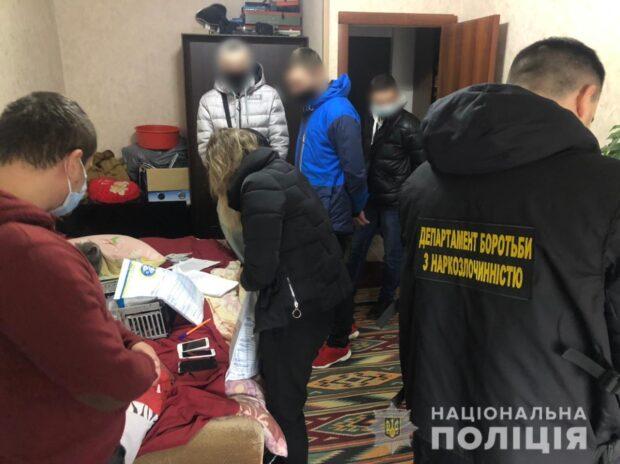 В Харькове разоблачили мужчину и женщину, которые через Интернет продавали наркотики