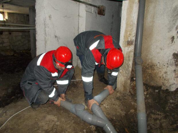 В одной из многоэтажек Слободского района украли 50 метров канализационных труб
