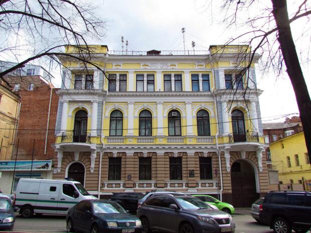 """Оксана Гайсинская стала владелицей особняка, где был офис """"Партии регионов"""" - ХАЦ"""