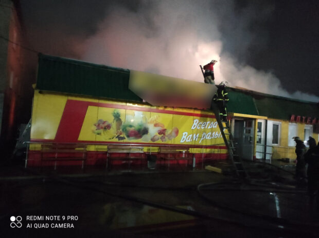В Харьковской области горел продовольственный магазин