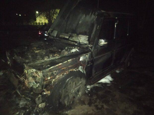 В Харьковской области возле жилого дома сгорел автомобиль
