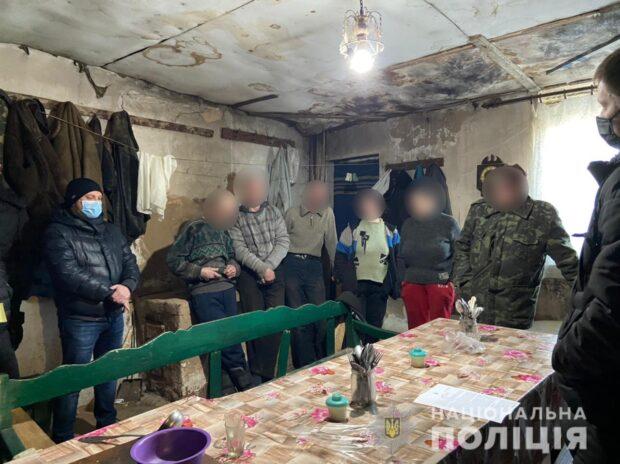 На Харьковщине полиция разоблачила мужчину, который вербовал и эксплуатировал людей
