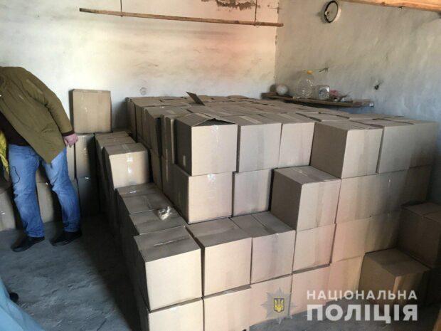 В Харьковской области в гараже у мужчины нашли 4000 литров спирта и коньяка