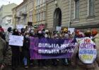 «Свободная женщина — свободная страна»: в Харькове прошел марш за права женщин, борющихся с пандемией
