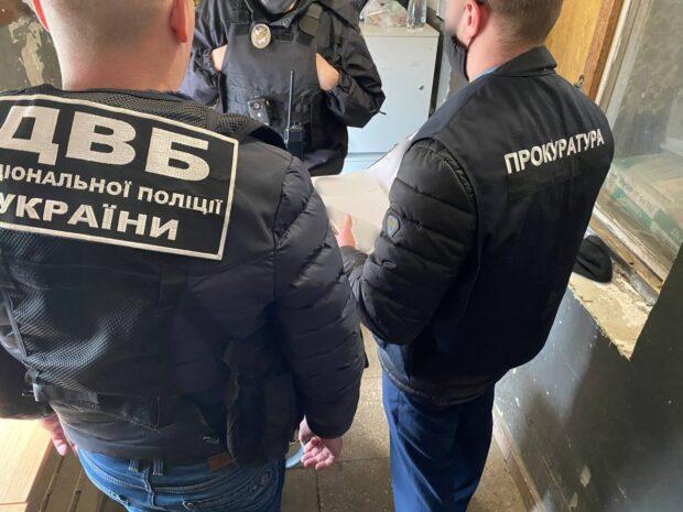 В Харькове командир роты патрульной полиции незаконно на пять часов задержал водителя автомобиля - прокуратура