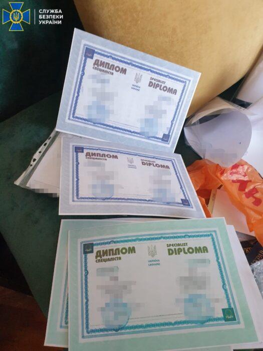В Харькове в подпольной лаборатории печатали документы нелегальным мигрантам