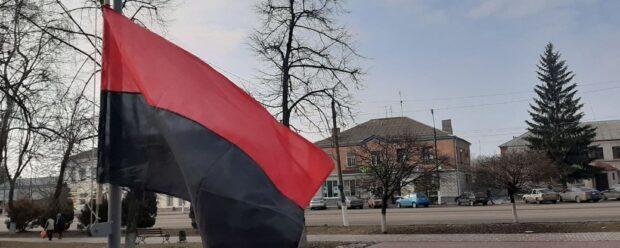 В Богодухове впервые официально подняли красно-черный флаг