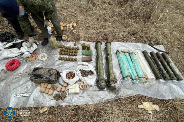 У задержанного боевика «ЛНР» в лесу под Харьковом нашли схрон с оружием