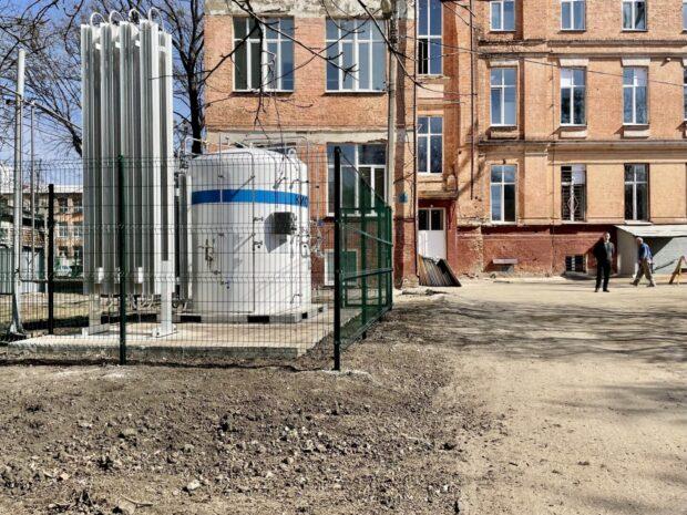 В офтальмологическом корпусе Харьковской областной больницы установили отдельную кислородную бочку