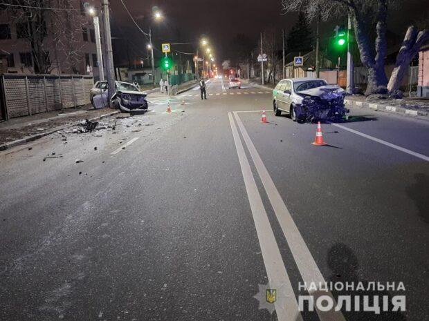 В Харькове в результате столкновения автомобилей пострадало два человека