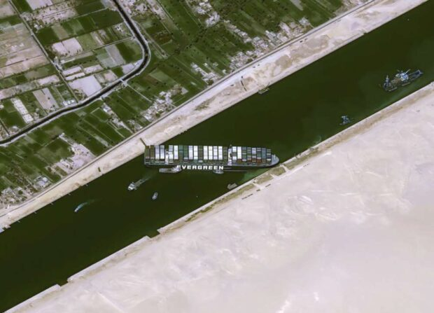 Из-за аварии в Суэцком канале задерживается доставка оборудования для харьковских COVID-больниц