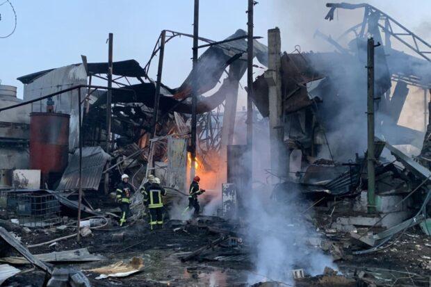 В Харькове на производстве подсолнечного масла пожар: погиб человек