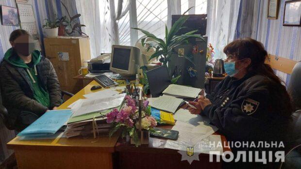 Под Харьковом пьяный подросток глумился над государственным символом Украины