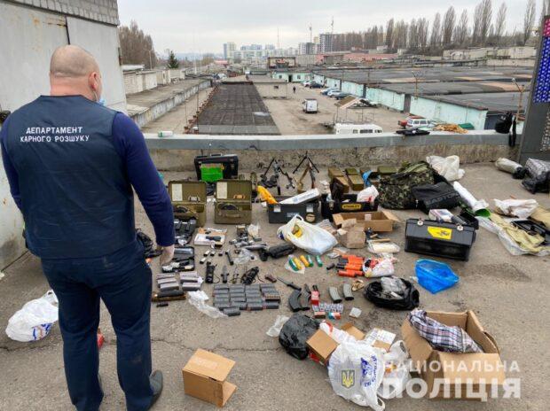 В Харькове полицейские нашли и изъяли у мужчины в гараже арсенал оружия