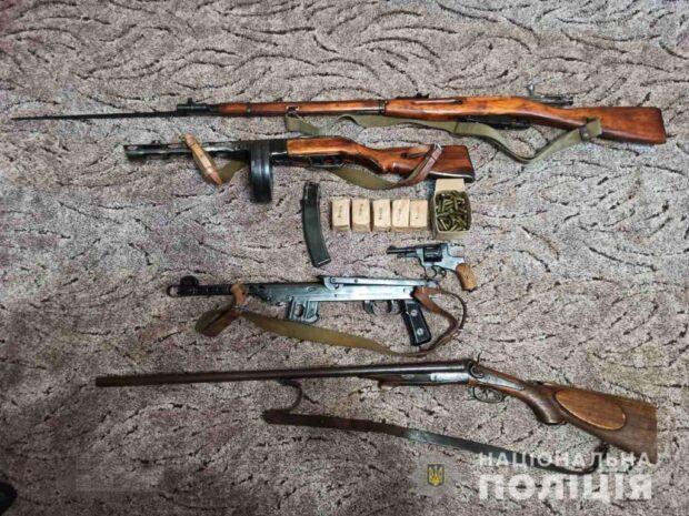 У жителя Харьковщины полицейские обнаружили арсенал оружия
