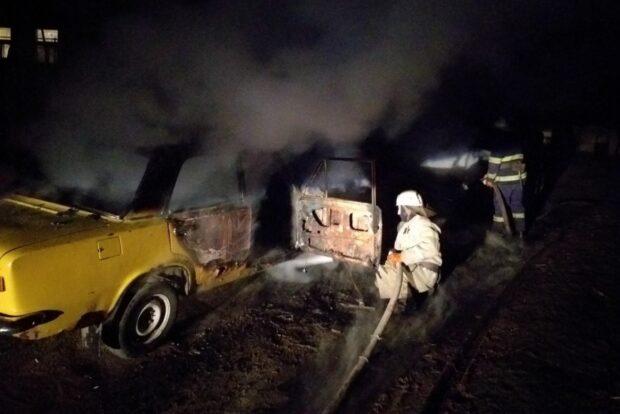 Под Харьковом сгорели два автомобиля
